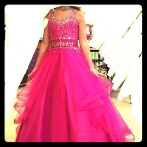 EUC girls Pink pageant dress! Beautiful details